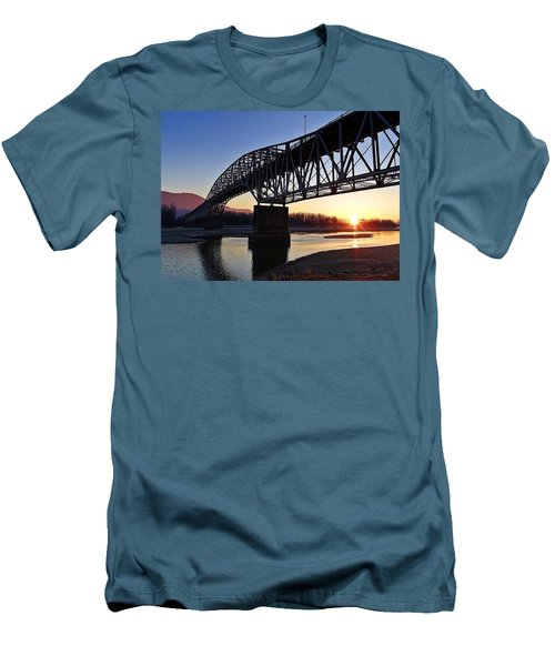 Fraser River, Bc  Men's T-Shirt (Athletic Fit)