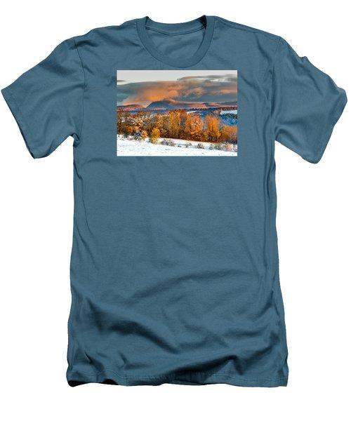 Vermont Snowliage Scene Men's T-Shirt (Athletic Fit)