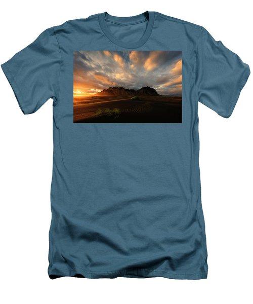 Vestrahorn Men's T-Shirt (Athletic Fit)