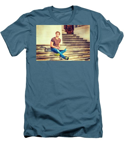 Young Man Working Outside In New York Men's T-Shirt (Athletic Fit)