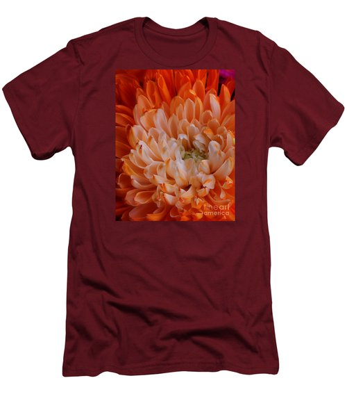 Mum On Fire Men's T-Shirt (Athletic Fit)
