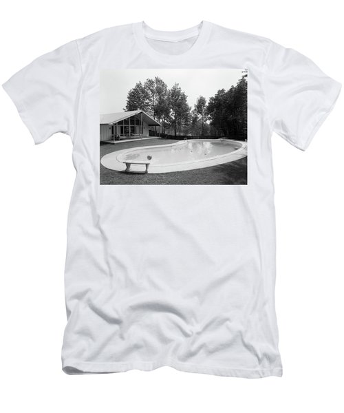 1960s Kidney-shaped Swimming Pool Men's T-Shirt (Athletic Fit)