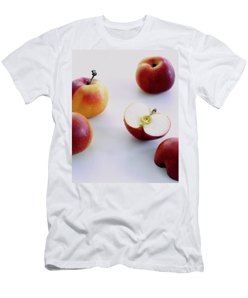 A Group Of Apples Men's T-Shirt (Athletic Fit)