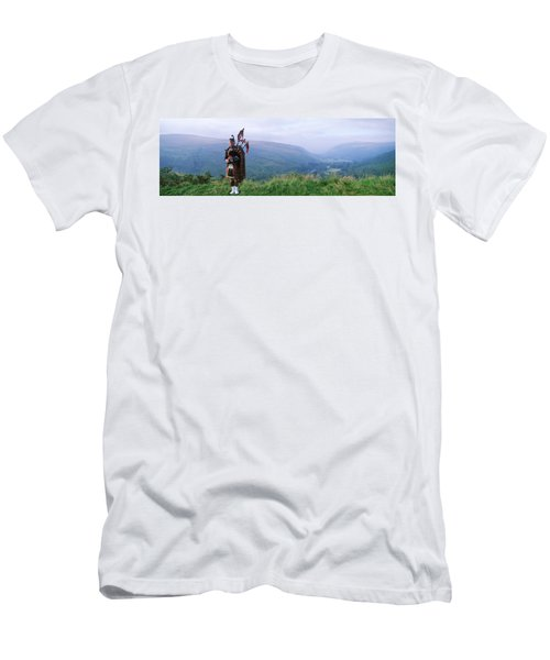 Bagpiper At Loch Broom In Scottish Men's T-Shirt (Athletic Fit)