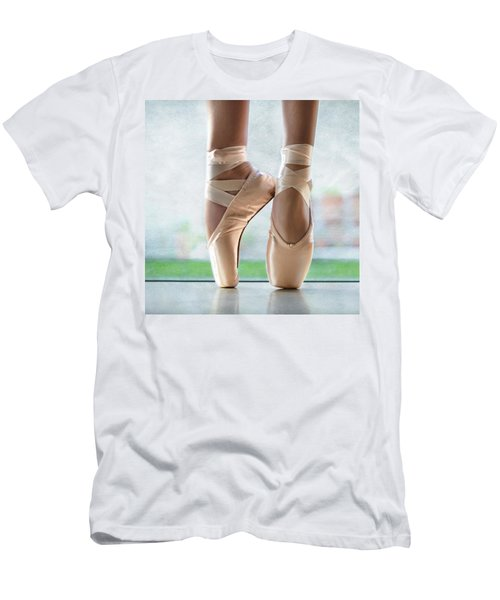 Ballet En Pointe Men's T-Shirt (Athletic Fit)
