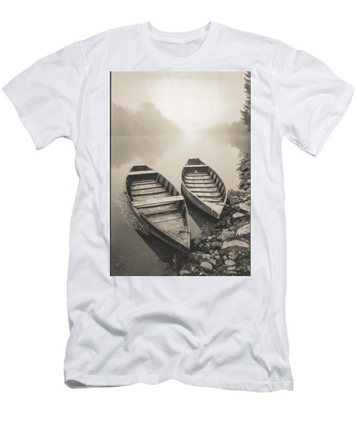 Beynac Boats Men's T-Shirt (Athletic Fit)