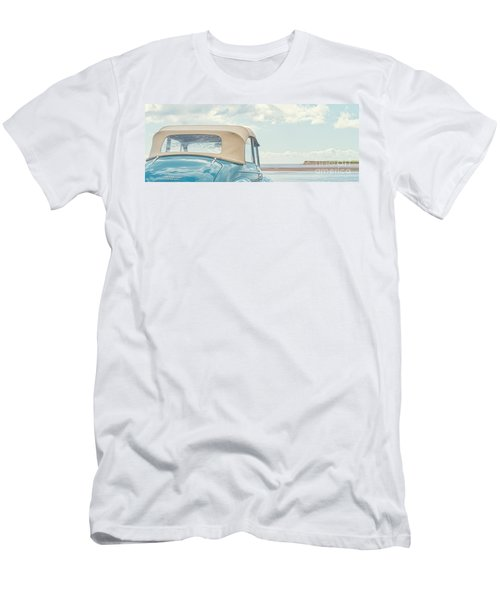 Classic Vintage Morris Minor 1000 Convertible At The Beach Men's T-Shirt (Athletic Fit)