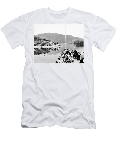 Dayliner At The Narrows In Black And White Men's T-Shirt (Athletic Fit)