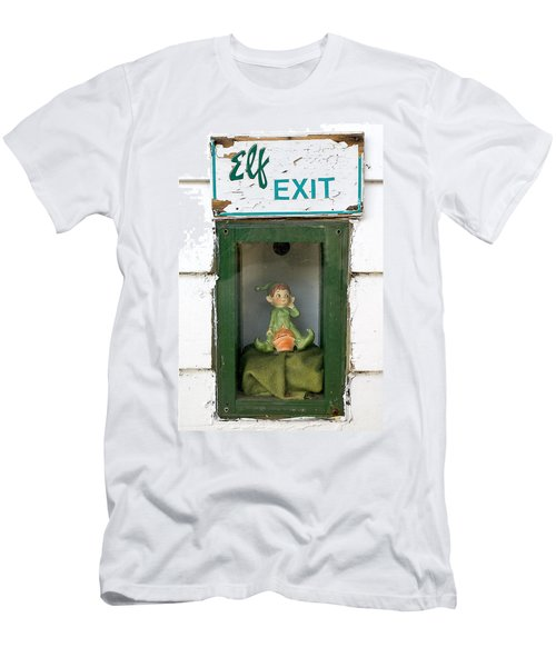 elf exit, Dubuque, Iowa Men's T-Shirt (Athletic Fit)