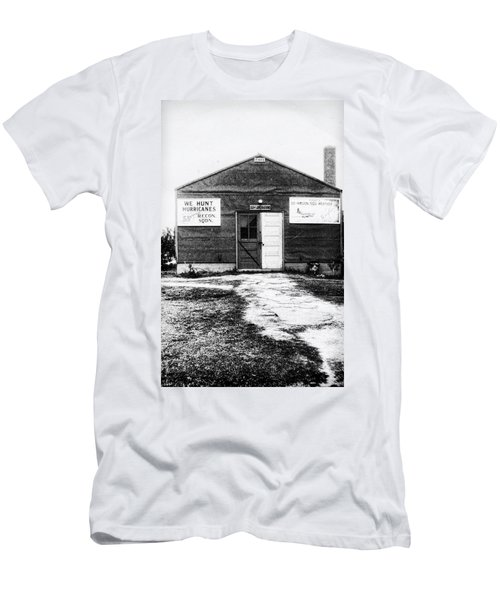 Hurricane Hunters Outbuilding In Alaska Men's T-Shirt (Athletic Fit)