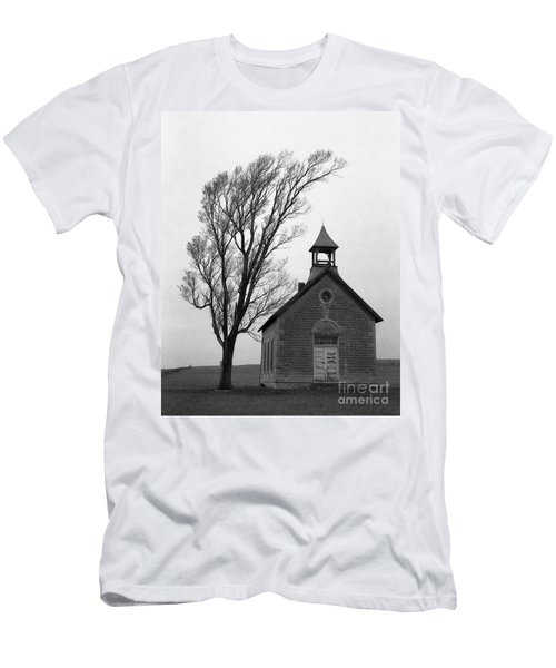 Kansas Schoolhouse Men's T-Shirt (Athletic Fit)