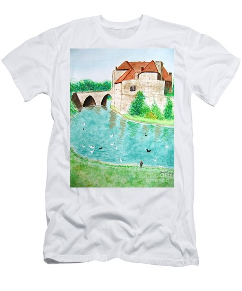 Leeds Castle  Men's T-Shirt (Athletic Fit)