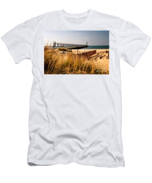 Manistee Lighthouse Men's T-Shirt (Athletic Fit)