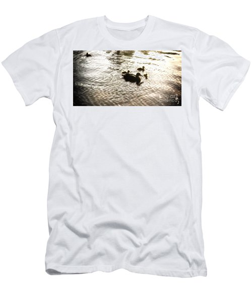 Mumma Duck And Ducklings Men's T-Shirt (Athletic Fit)