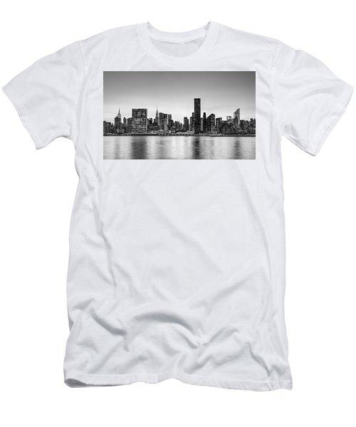 New York City Dusk Colors Bw Men's T-Shirt (Athletic Fit)