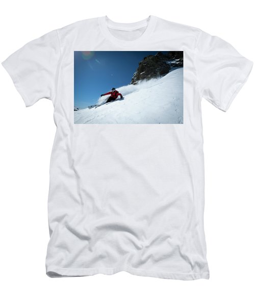 One Skier Making A Hard Turn In Fresh Men's T-Shirt (Athletic Fit)