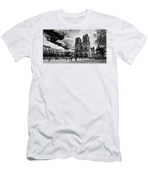 Parvis Notre Dame / Paris Men's T-Shirt (Athletic Fit)