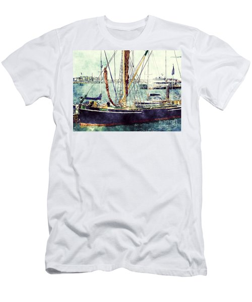 Portsmouth Harbour Boats Men's T-Shirt (Athletic Fit)