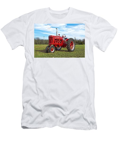 Restored Farmall Tractor Men's T-Shirt (Athletic Fit)