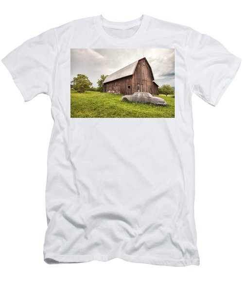 Rustic Art - Old Car And Barn Men's T-Shirt (Athletic Fit)