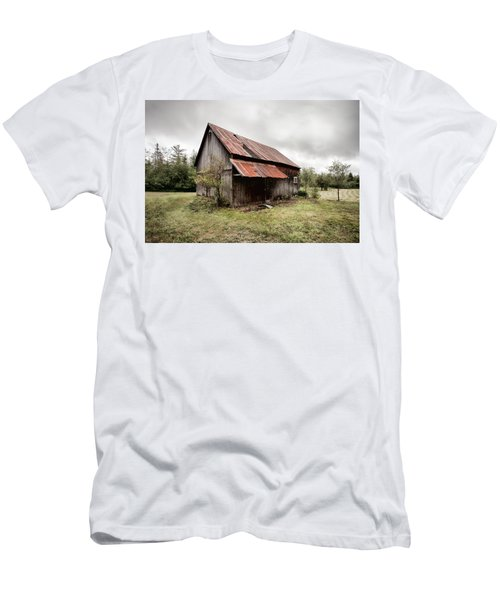 Rusty Tin Roof Barn Men's T-Shirt (Athletic Fit)