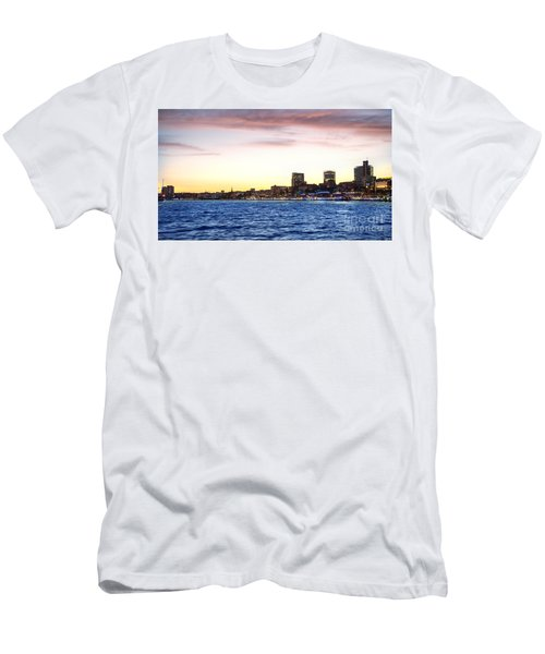 Skyline Hamburg Men's T-Shirt (Athletic Fit)