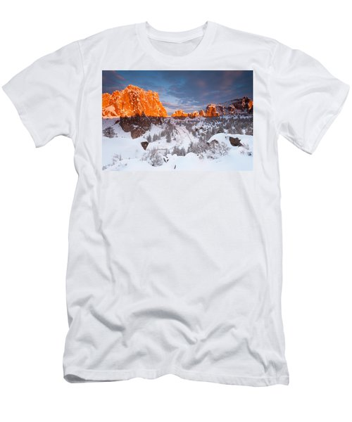 Smith Rock Snow Storm Men's T-Shirt (Athletic Fit)