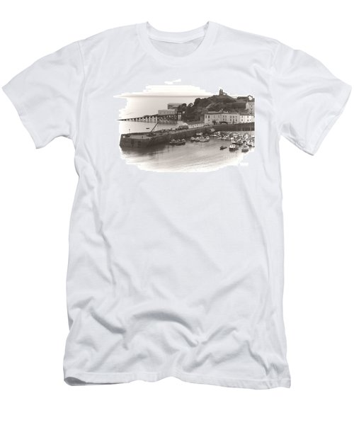 Tenby Harbour And Castle Hill Vignette Men's T-Shirt (Athletic Fit)