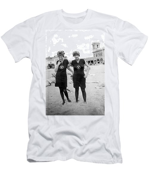 Two Girls At Venice Beach Men's T-Shirt (Slim Fit) by Underwood Archives