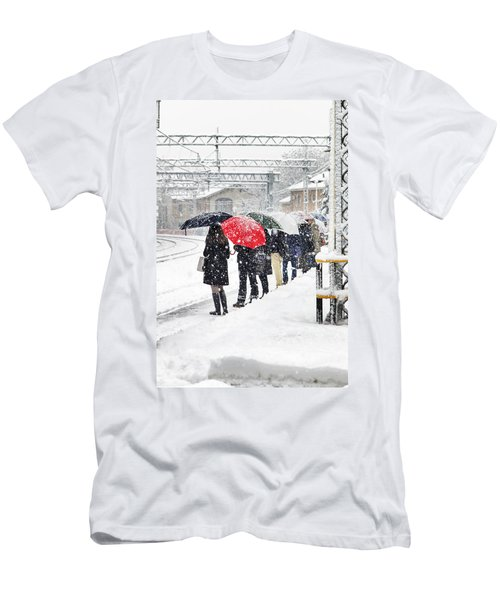 Waiting The Train Men's T-Shirt (Athletic Fit)