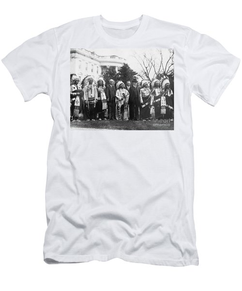 Coolidge With Native Americans Men's T-Shirt (Slim Fit) by Photo Researchers