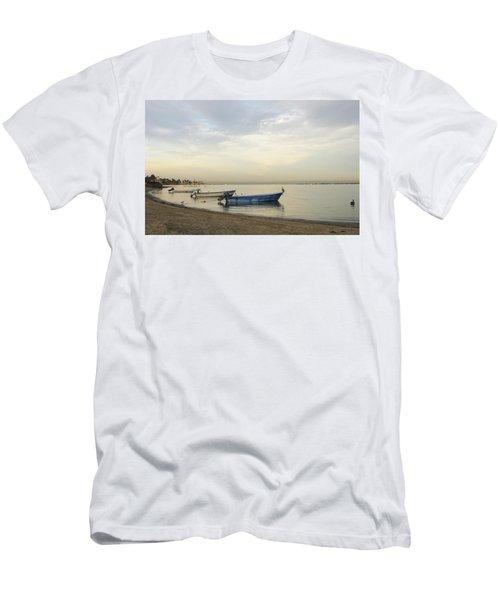 La Paz Waterfront Men's T-Shirt (Athletic Fit)