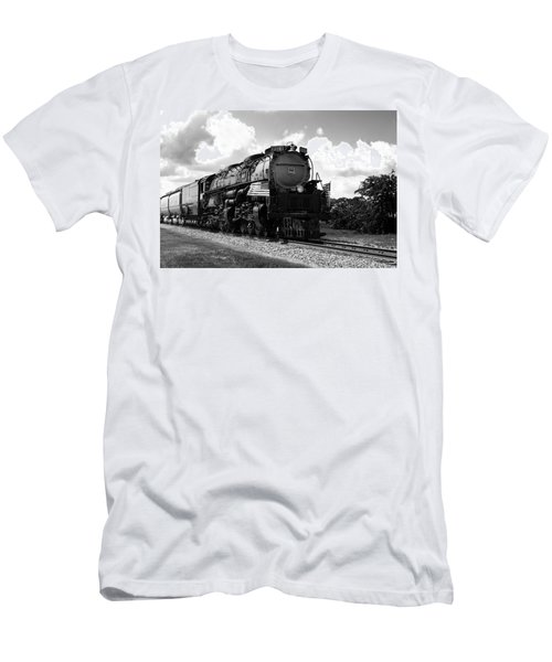 Union Pacific 3985 Men's T-Shirt (Athletic Fit)