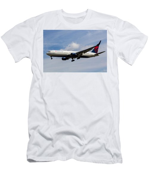 Delta Airlines Boeing 767 Men's T-Shirt (Athletic Fit)