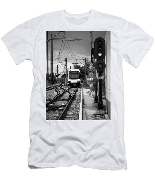 Electric Commuter Train In Bw Men's T-Shirt (Athletic Fit)