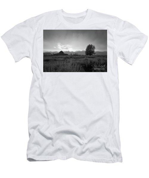 Moulton Barn Sunset On Mormon Row Men's T-Shirt (Athletic Fit)