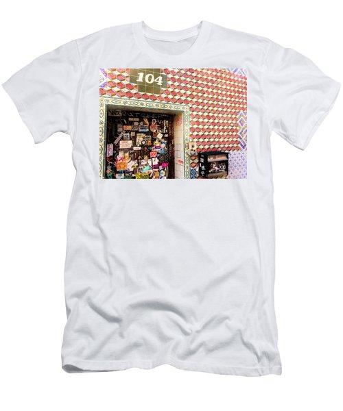104 Brooklyn New York Door   Men's T-Shirt (Athletic Fit)