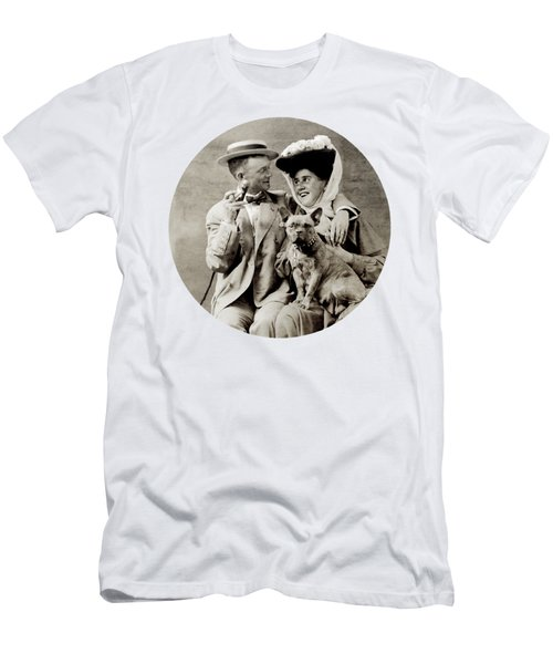 1900 Happy Young Couple Men's T-Shirt (Athletic Fit)