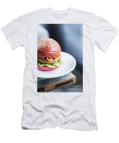 Chicken Burger With Gherkins Beetroot Bread Bun Men's T-Shirt (Athletic Fit)