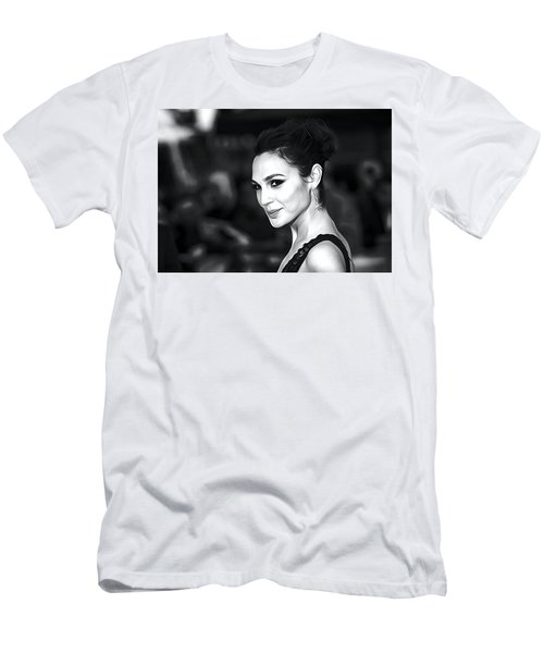 Gal Gadot Print Men's T-Shirt (Athletic Fit)