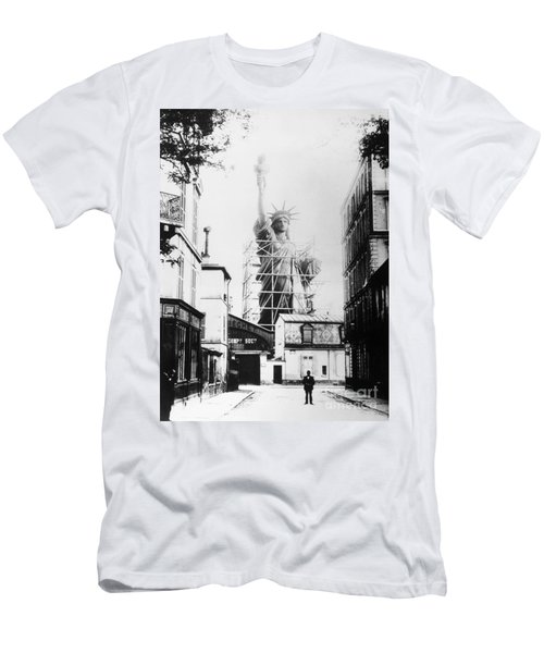 Statue Of Liberty, Paris Men's T-Shirt (Athletic Fit)