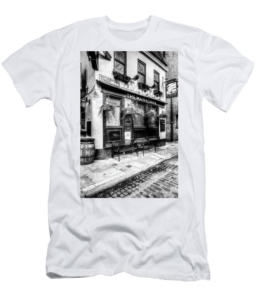 The Mayflower Pub London Men's T-Shirt (Athletic Fit)