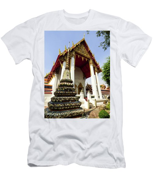 A View Of Wat Pho Temple In Bangkok, Thailand Men's T-Shirt (Athletic Fit)