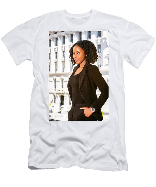 African American Businesswoman Working In New York Men's T-Shirt (Athletic Fit)
