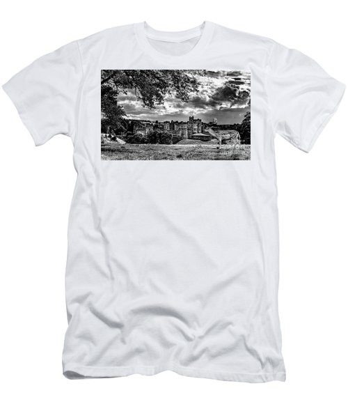 Alnwick Castle And Fallow Deer Men's T-Shirt (Athletic Fit)