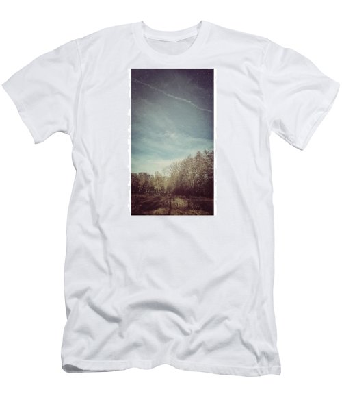 Am Himmel Die Wolken  #wolken #himmel Men's T-Shirt (Athletic Fit)