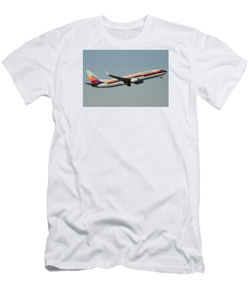 American Boeing 737-823 N917nn December 31 2015 Men's T-Shirt (Slim Fit)