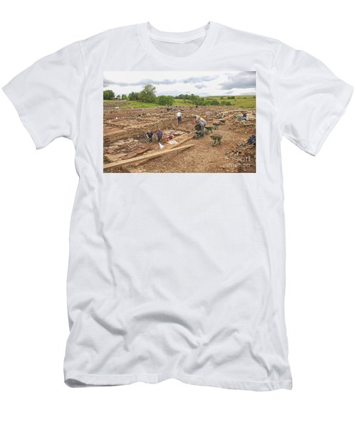 Archaeologists At Work At Roman Vindolanda Men's T-Shirt (Athletic Fit)