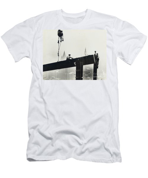 Building The Empire State Building Men's T-Shirt (Athletic Fit)
