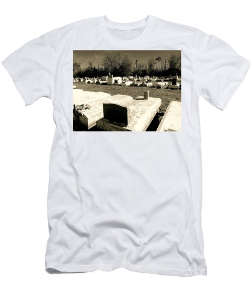Cajun Country Graveyard #1,la. Men's T-Shirt (Athletic Fit)